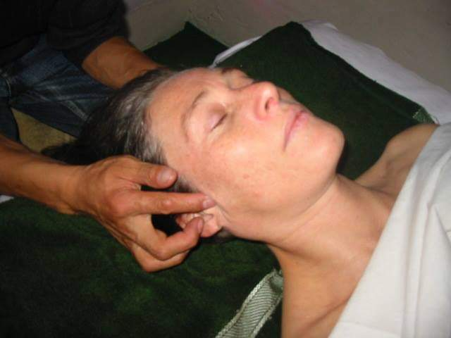 Apprendre le relaxant visage – tête (tradition tibétaine)